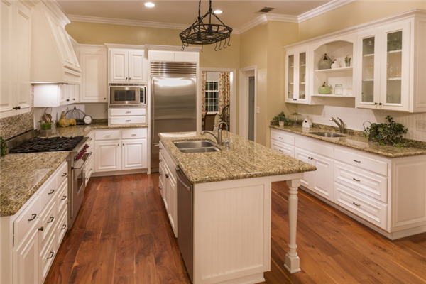 Wide Boards or Narrow: What Wood Floor Will Look the Best in Your Home?